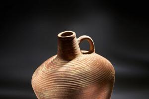 Enoročajni vrč (37 pr. Kr. – 70 po Kr., kat. št. 32) Foto: Tomo Jeseničnik